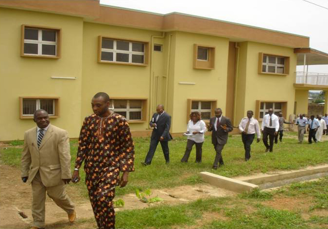 StudentsandteachersoutsideofAfricanschool