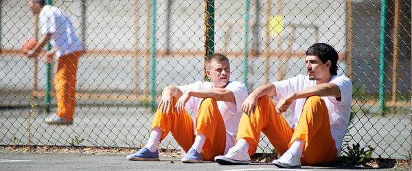 Jailinmatessittingagainstafencetalking