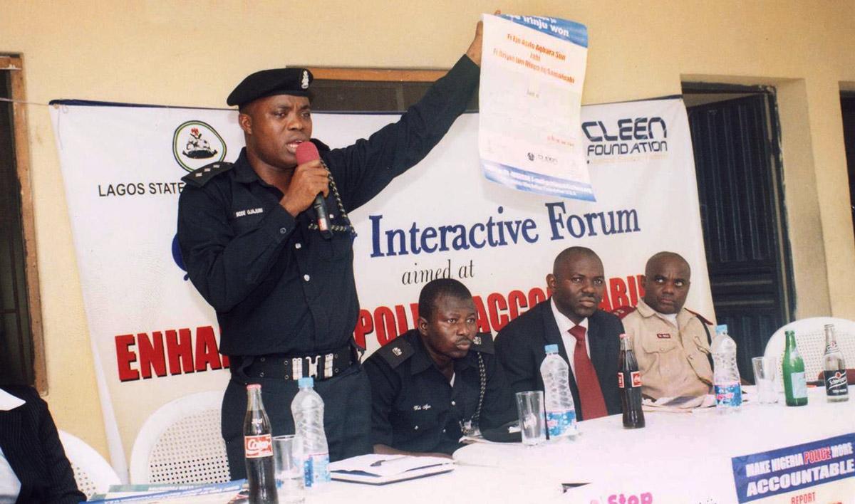 Nigerianpoliceofficerspeakingatforumonpoliceaccountability