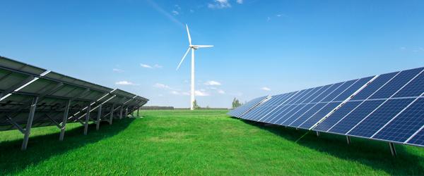 Solarpanelsandwindturbineinfield