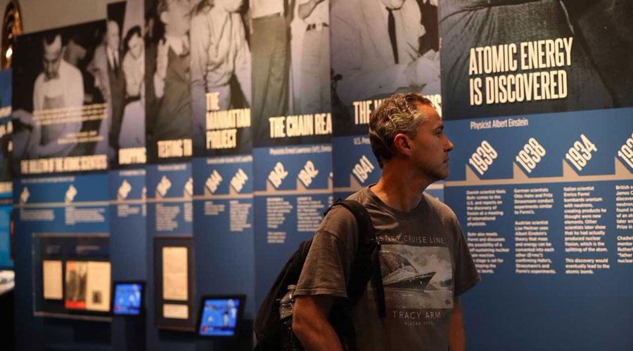MuseumofScienceandIndustryDoomsdayClockexhibit